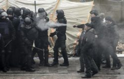 Ukraine protestors and police